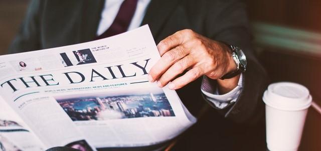 Tageszeitung und Kaffee